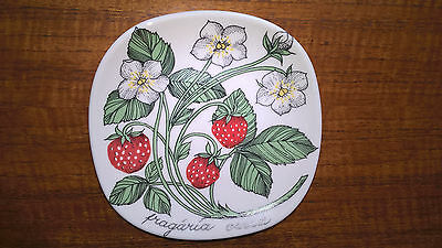 Arabia of Finland small wall plate by Esteii Tomula: Fragaria Vesca