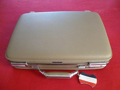 """American Tourister Tiara 19"""" Suitcase With Original Key Excellent!"""