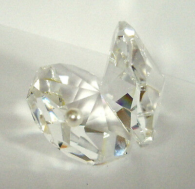 MULTI-FACETED CRYSTAL OPEN OYSTER CLAM SHELL W/FAUX PEARL FIGURINE 5cm HIGH