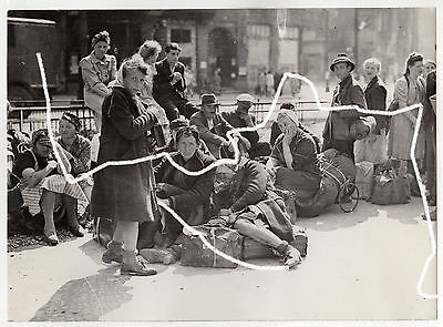 21x15cm Fred Ramage Original Archiv Foto 1945 WWII WK2 Berlin Coming Home photo