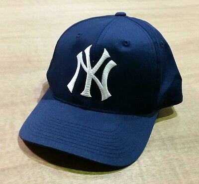 New York Yankees - Vintage 90's Navy Blue MLB Baseball Snapback Cap