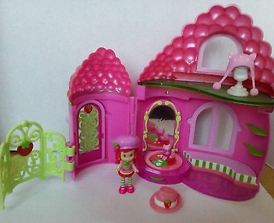 emily erdbeer - strawberry shortcake  figure puppe hasbro playset haus +1 figur