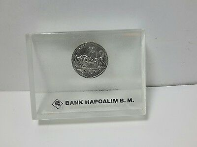 Rare ISRAEL BANK HAPOALIM,  OFFICIAL Israel 5 LIROT LUCITE PAPERWEIGHT