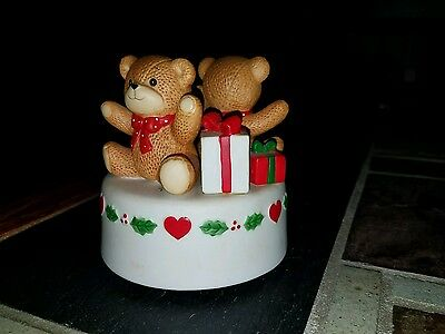 1981 ENESCO LUCY & AND ME BEARS Xmas musical w/ Christmas gifts...WORKS