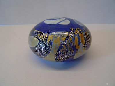 Beautiful Isle Of Wight Glass Paperweight In Excellent Condition