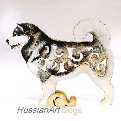 Alaskan Malamute figurine, statue made of wood