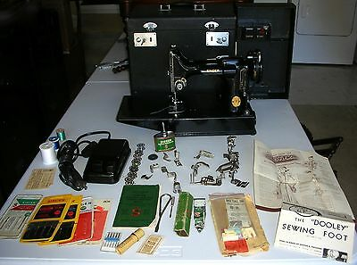Beautiful Singer 1947 Featherweight 221-1 Sewing Machine W/ Case & Accessories +