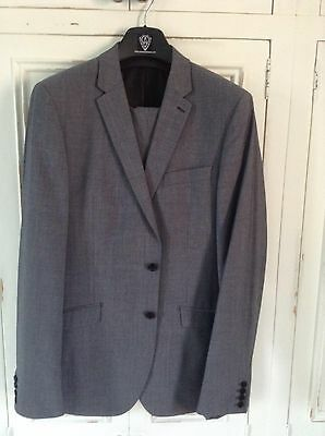 Immaculate Kenneth Cole Light Grey Wool/Mohair Suit, 42L