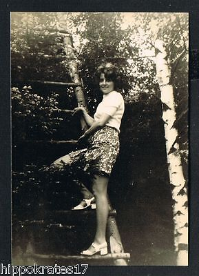 FOTO vintage PHOTO, snapshot Frau Baum Leiter woman tree ladder femme arbre (83)