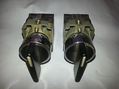 2 Telemecanique 22MM ZB2BJ3 3 Pos Maintained Selector Sw w/ZB2BZ103 mntng base
