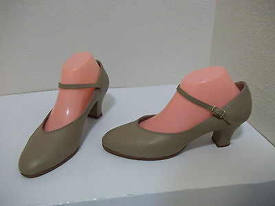 "Women #650 Capezio 2"" Student Footlight Dance Theatre Shoes Beige Leather Sz 9W"