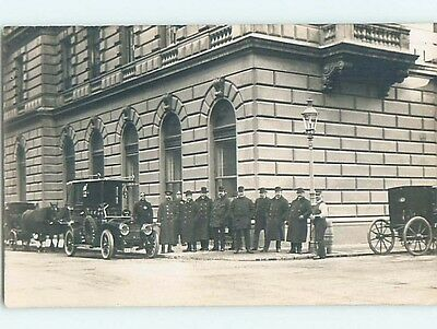 1909 rppc ANTIQUE AUTOMOBILE CAR PARKED BETWEEN HORSE AND CARRIAGES HM0911