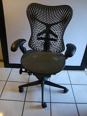 1 Herman Miller Mirra Chair In Excellent Condition