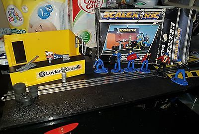 Scalextric  C703,  Pit Stop And Crew Including Tool Kit Boxed Vintage Rare