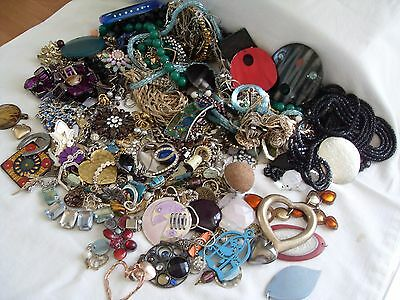 Job Lot Of Broken Costume Jewellery+Bits And Pieces For Re-Use/spares/harvest