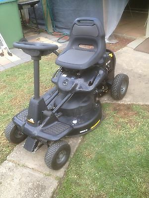 McCulloch Mowcart 66 Ride On Mower (like new)