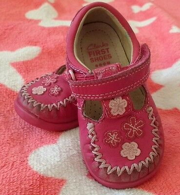 Pretty Clarks Baby Girl Shoes Size 3.5F :-)
