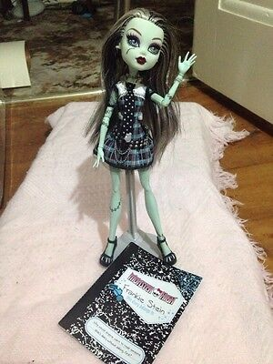 Monster High  Doll frankie stein  Ex Con  Has Stand And Booklet 2009