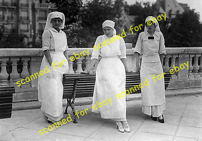 WW1 photo - American nurses, Neuilly-sur-Seine, France, 1914