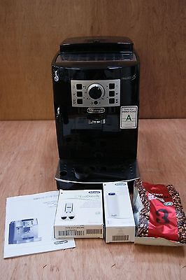 DeLONGHI MAGNIFICA S BEAN TO CUP COFFEE MACHINE. LIGHT USE, 6 MONTHS OLD.