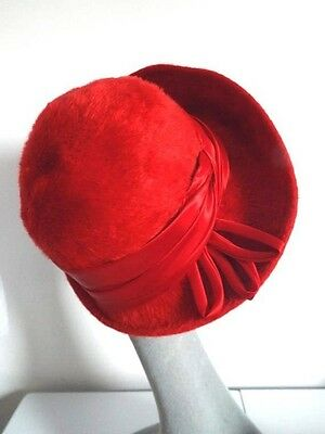 Vintage Ladies Hat RED Wool Felt Brimmed Cloche  Hat with wide Satin Band/Bows