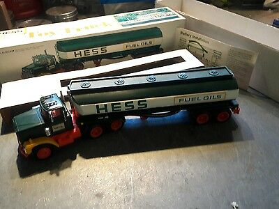 1977 Hess fuel oil tanker New in box ! mint