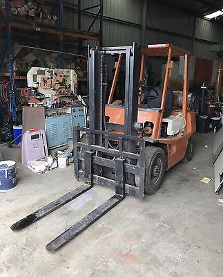 Toyota FG25 Forklift 2.5ton Container Mast LPG