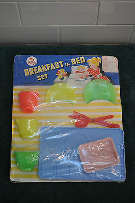 VINTAGE 1950's OR 1960'S RETRO PLASTIC MRS DOLLY'S BREAKFAST IN BED SET MINT