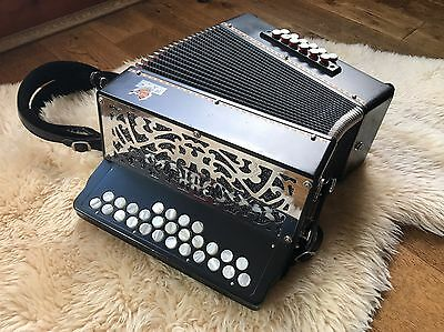 Diatonic button accordion Saltarelle Connemara 11 c#/d tuned 23+4 keys 12 bass