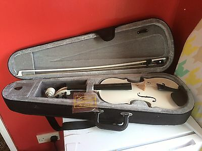 White Violin in case  Excellent condition, Brand GEAR4MUSIC