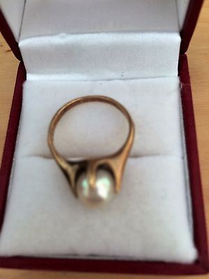Beautiful vintage yellow gold and pearl ring size M