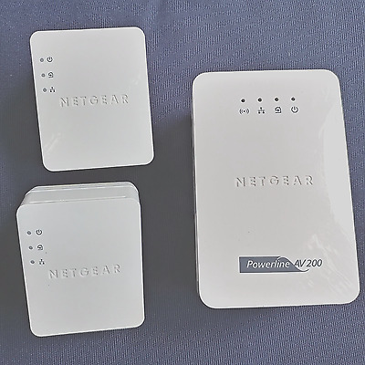 Lot of 3 Netgear Powerline XAVN2001 + 2x XAV2101 WiFi extender