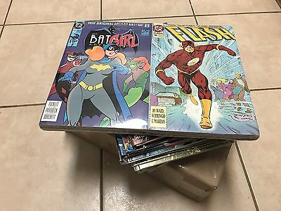 Random Lot of 25 comic books (Marvel, DC, Dark Horse. Image Comics etc.)