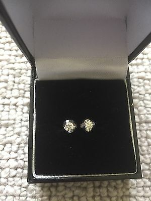 18ct White Gold Diamond Earrings - Fully Hallmarked