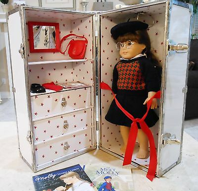 American Girl pleasant company Doll Molly McIntire + Retired White Travel Trunk