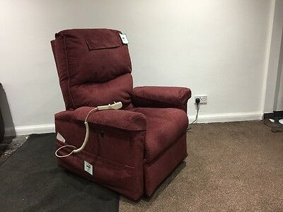 Riser recliner  //  DUAL-MOTOR //     FREE DELIVERY AND FITTING AVAILABLE