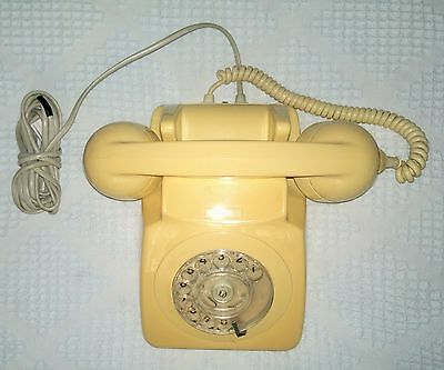 Cream, Ivory, Telephone, 1971, Vintage / Retro / GPO / BT / model 746. WORKING
