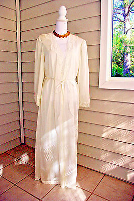 Vintage Olga Long Ivory Lace Peignoir Robe Size Large 94280