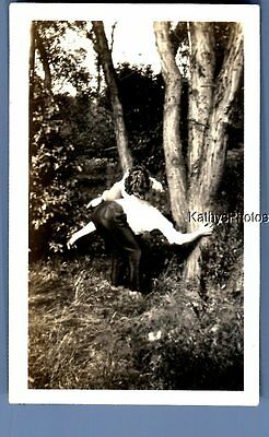 Found Vintage Photo A_0743 Man Leaned Over By Tree,woman Leaned Over