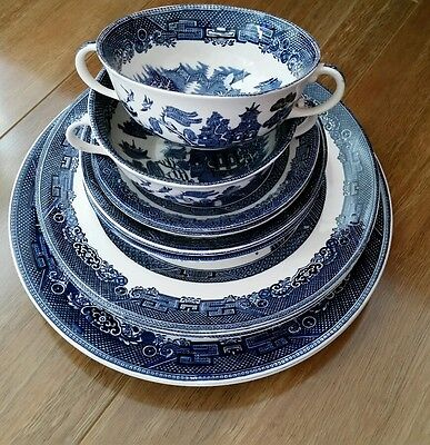 WILLOW BLUE JOHNSON BROS ENGLAND...dinner plates/saucers/cups