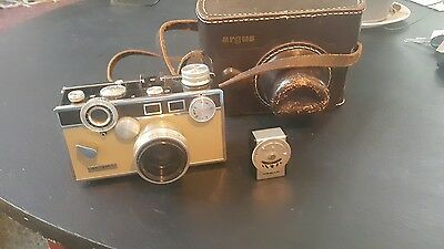 VINTAGE ARGUS C3 MATCHMATIC 35mm CAMERA WITH ORIGINAL LEATHER CASE and flash