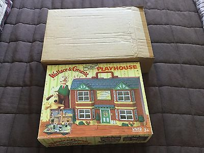 Wallace & Gromit Figures And Portable Playhouse