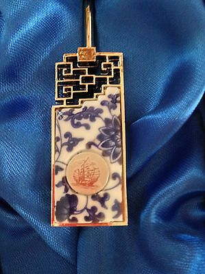 New ~ Beautiful Blue & White Porcelain Bookmark In Original Box ~ Excellent Cond