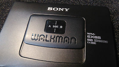 Sony WM-EX88 Walkman / stereo cassette player *working*