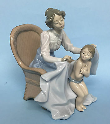 Lladro Figurine - Mommy Its Cold - 5715