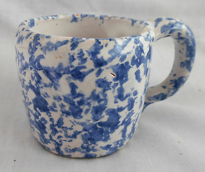 """Collectible Kentucky Bybee Pottery Adorable 2 1/2"""" Blue Spongeware Childs Cup"""