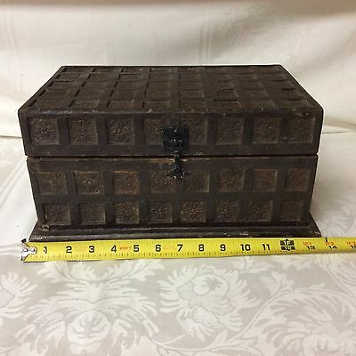 Antique art carved wooden box; detailed and ornate         (L 5)