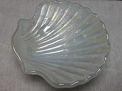 Vintage White Iridescent Pearl Finish Shell Shaped Soap Dish Avon