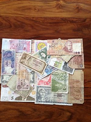 24 world banknotes, 15 different countries. Italy, Ireland, Portugal Used/UNC