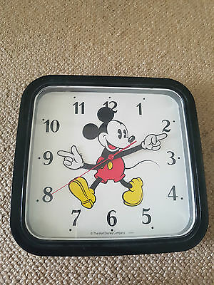 The walt Disney Comany Mickey Mouse Vintage Wall Clock Battery Powered